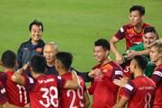 HLV Park Hang-seo với đa biểu cảm thú vị trên sân tập tuyển Việt Nam