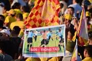 Hình ảnh CĐV Nam Định gửi thông điệp chỉ trích Trưởng ban trọng tài