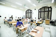 Hình ảnh thi tốt nghiệp THPT ở nơi có ca nhiễm COVID-19 mới tại Hà Nội