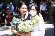 Thí sinh và phụ huynh vui mừng sau buổi thi môn tổ hợp tốt nghiệp THPT