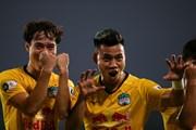 Văn Toàn tỏa sáng, HAGL tiếp tục thăng hoa để dẫn đầu V-League 2021