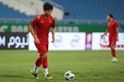 Trung vệ Bùi Tiến Dũng tập luyện trở lại cùng đội tuyển Việt Nam