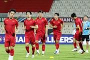 Tuyển Việt Nam làm quen sân đấu, sẵn sàng đối đầu Trung Quốc