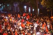 Hình ảnh người hâm mộ xuống phố mừng chiến thắng của U22 Việt Nam