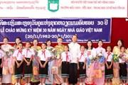 Người Việt ở Lào tôn vinh ngày nhà giáo Việt Nam