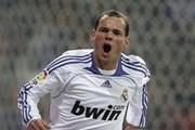 Chelsea ra giá 15 triệu euro mua Sneijder