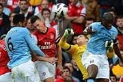 Arsenal chia điểm Man City sau trận cầu kịch tính