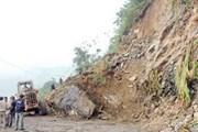 Lở núi gây tắc đường tại Hà Giang, Tuyên Quang