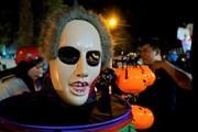 [Photo] Giới trẻ thích thú xuống đường hóa trang dịp lễ Halloween