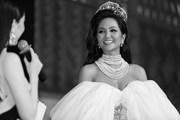 [Photo] Hoa hậu H'Hen Niê rạng rỡ trước ngày kết thúc nhiệm kỳ