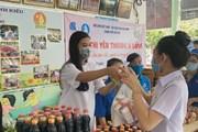 Á hậu Kim Duyên hỗ trợ người dân quê nhà với 'Siêu thị 0 đồng'