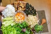 [Photo] Bún chả nướng than hoa Hà Nội: Thơm lừng góc bếp cuối tuần
