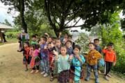 [Photo] Trẻ em Sin Suối Hồ vệ sinh làng bản phòng chống dịch bệnh