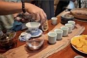 [Photo] Hướng dẫn cách thưởng hồng trà hoa cúc giữa ngày Thu Hà Nội