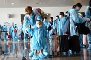 [Photo] Chuyến bay thương mại quốc tế đầu tiên về Việt Nam sau dịch