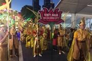 Hình ảnh đoàn nghệ sỹ Việt Nam biểu diễn tại Lễ hội Chingay 2019