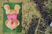 Ngắn nhìn chú gấu bông khổng lồ dài 20m tại Mexico