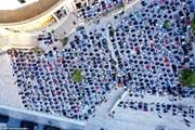Cộng đồng Hồi giáo tổ chức lễ Eid al-Fitr áp dụng giãn cách xã hội