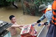 Nỗ lực đưa hàng hóa, lương thực đến với người dân vùng lũ Quảng Bình