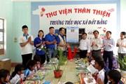[Photo] Trao tặng Tủ sách Đinh Hữu Dư cho 4 trường tiểu học ở Gia Lai