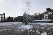 Nhiệt độ xuống thấp, băng tuyết rơi lất phất phủ trắng đỉnh Fansipan
