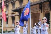 [Photo] Lễ thượng cờ kỷ niệm 52 năm thành lập ASEAN tại Hà Nội
