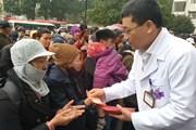 [Photo] 11 chuyến xe yêu thương đưa gần 400 người bệnh về quê ăn Tết