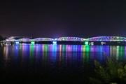 [Photo] Cầu Trường Tiền lung linh nhờ hệ thống đèn chiếu sáng hiện đại