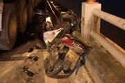 Hiện trường vụ xe container gây tai nạn, hất 1 người xuống sông Hồng
