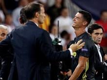Cận cảnh Cristiano Ronaldo rơi lệ khi phải rời sân trong ấm ức