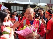 Tuyển Việt Nam đặt chân đến UAE, sẵn sàng cho chiến dịch Asian Cup