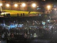 Đứng giữa đường ray xem pháo hoa, ít nhất 50 người bị tàu đâm chết