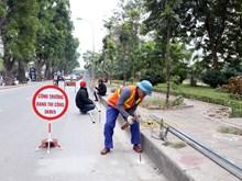 Hình ảnh Hà Nội lắp rào chắn, chuẩn bị xén hè mở rộng đường