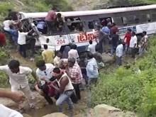 Ấn Độ: Xe buýt lao xuống đập khiến gần 30 người thương vong