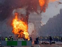 [Photo] Biểu tình của phong trào Áo vàng ở Paris biến thành bạo loạn