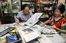 Khám phá bộ sưu tập các bài báo quý giá của cặp vợ chồng già