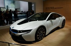 Hãng BMW cảnh báo giá xăng hạ khiến xe điện khó tiêu thụ hơn