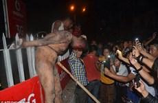 Ấn Độ: Đám đông điên loạn xông vào tù, hành hình kẻ hiếp dâm