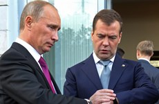 Ông Putin và Medvedev tự nguyện cắt giảm lương cá nhân