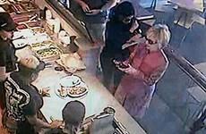 Bà Hillary Clinton xuất hiện bí mật ở cửa hàng đồ ăn nhanh