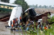 Pakistan: Tàu hỏa rơi xuống kênh đào,12 người thiệt mạng