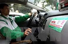 Bất chấp giá xăng giảm lần thứ 3 liên tiếp, cước taxi vẫn không đổi