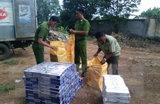 Cảnh sát TP.HCM bắt giữ số lượng lớn thuốc lá và đường nhập lậu