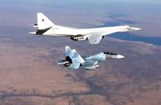[Video] Su-30SM hộ tống Tu-160 phóng tên lửa hành trình diệt IS