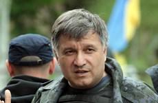 Bộ trưởng Nội vụ Ukraine bị bãi nhiệm vì hắt nước vào người khác