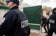 Pháp: Thiếu niên cầm dao truy sát giảng viên người Do Thái