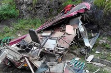 Ấn Độ: Tài xế lái xe buýt chở 40 người lao xuống vực sâu