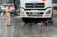 Nghệ An: Xe máy bị ôtô tải cuốn vào gầm, một người tử vong