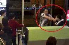 Nam hành khách Trung Quốc tát nhân viên hàng không vì chậm chuyến