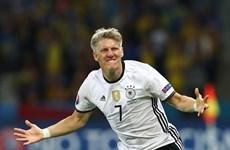 """Schweinsteiger bất ngờ nhận được """"thư tình"""" sau khi lập công"""